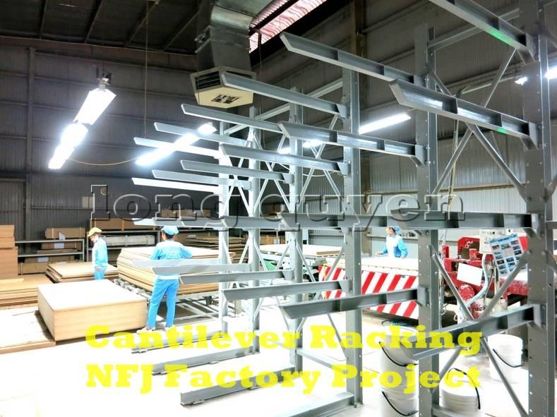 Giá kệ tay đỡ Cantilever tại dây chuyền sản xuất nội thất nhà máy NFJ (8)