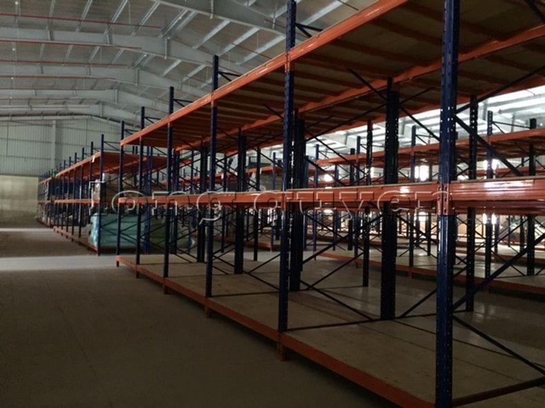 Giá kệ để vải cuộn kho hàng nguyên liệu may công ty Sao Mai (11)