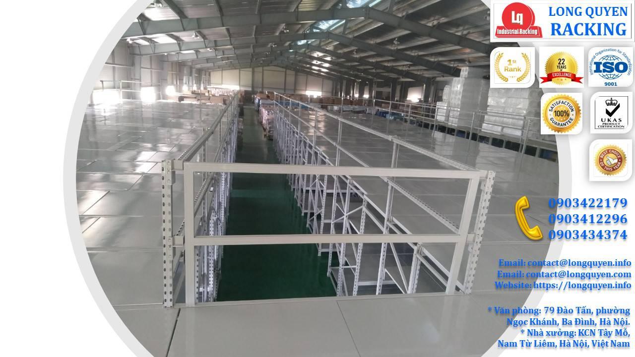 Sàn tầng lửng trên nóc hệ thống kệ trung tải tại công ty Sunhouse